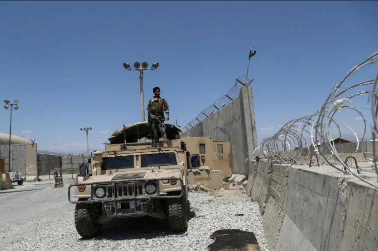 Soldados do Exército afegão na base aérea de Bagram, após a retirada das tropas americanas e da Otan, em Cabul, 2 jul. 2021