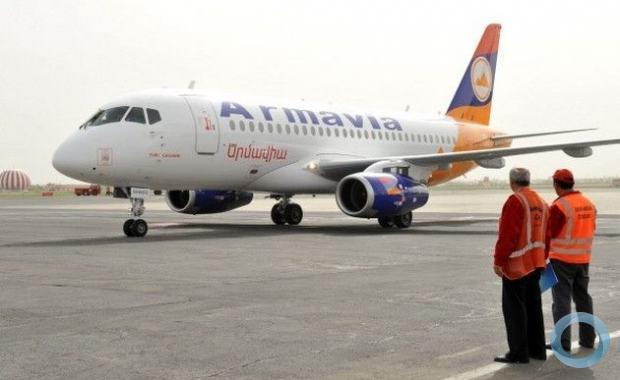 Sucesso de vendas no MAKS-2011, o Superjet 100 da Sukhoi já opera em países como a Armênia .