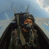 O piloto-repórter Vianney em um F-18F. Fot - DefesaNet - US Navy