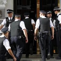 Policiamento foi reforçado em torno da embaixada equatoriana. - Foto: Reuters