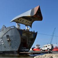 O Navio de Desembarque de Carros de Combate Garcia D'ávila (G-29) atracado em Porto Príncipe, no Haiti. - Foto:MB