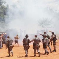 membro da PRF e Força Nacional atiram contra a população em Suiá Missú. Dezembro 2012.