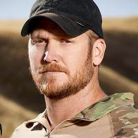 Chris Kyle matou, sozinho, comprovadamente, mais de 160 iraquianos, pelas contas dos colegas foram 255. E morreu sem entender nada da guerra, em que acreditava ter triunfado.