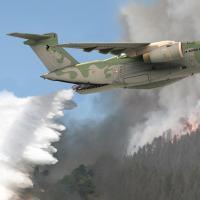 Na LAAD 2013 a EMBRAER Defesa e Segurança apresentará a versão anti-oncêndio do KC-390. ARTE - EMBRAER