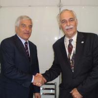 Carlo Festucci, secretário geral da AIAD e Almirante Carlos Afonso Pierantoni Gambôa, vice-presidente executivo da ABIMDE, após assinarem o memorando de cooperação.  Foto: ABIMDE