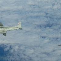 """Em 2011, uma aeronave de inteligência Russa Il-20 Coot foi interceptada  por caças Gripen  JAS-39 Gripen da Força Aérea Tcheca, que estavam realizando patrulhas na """"Baltic Air Policing"""" partindo de Zokniai/Šiauliai International Airport, Lituânia. A imagem foi recebidqa via o site Aviationist. Foto do 211 Tactical Squadron Força Aérea Tcheca"""