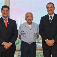 O comandante da Aeronáutica, Tenente-Brigadeiro-do-Ar Juniti Saito, se reuniu na terça-feira (30/04) com o Senador Ricardo Ferraço (PMDB/ES) e o deputado Nelson Pellegrino (PT/BA), presidentes, das Comissão de Relações Exteriores e Defesa Nacional do Senado Federal (CRE) e da Câmara dos Deputados (CREDN). Foto - FAB