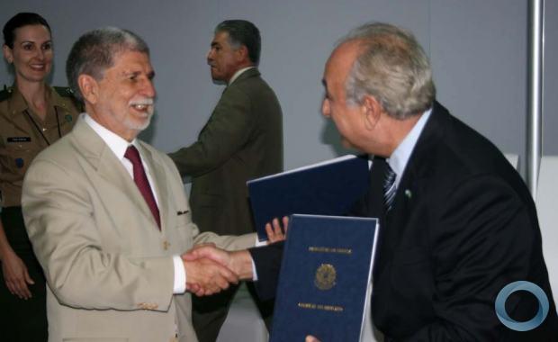 Brasil y Argentina definen las reglas para el desarrollo de una doctrina militar conjunta  13418_resize_620_380_true_false_null