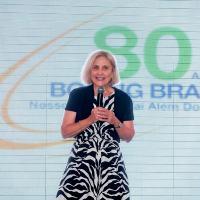 Donna Hrinak na comemoração dos 80 anos da Boeing no Brasil, 2012. Foto - Boeing