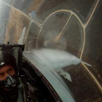 O autor quando voava o F/A-18 Super Hornet em Março de 2012.