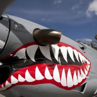 A Colombian Air Force member cleans an A-29 Super Tucano, a turboprop aircraft typically involved in strikes on FARC targets. Foto - Raul Arboleda/AFP via Getty Images