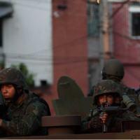 Fuzileiros Navais da Armada em patrulha noComplexo da Maré. Foto - G1