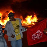 No dia 11/07 manifestantes do MTST bloqueiam Régis Bittencourt em protesto contra alta de preço de aluguéis no país – Foto: Alexandre Oliveira/Hoje