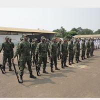 Primeira turma de fuzileiros navais de STP durante a cerimônia de abertura