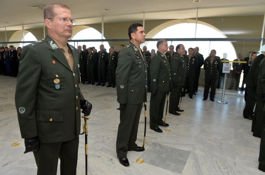 330e7c8ab0954 Foto: Tereza Sobreira Assessoria de Comunicação Ministério da Defesa. Uma  cerimonia de entrega de espadas ...