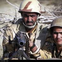 Soldados iranianos em ação durante as manobras Mohammad Rasoulallah Foto - IRNA