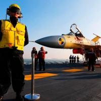 'Tubarão Voador' pousado sobre o porta-aviões chinês: semelhança inegável com modelo russo