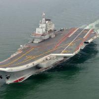 De acordo com oficiais consultados, segundo porta-aviões terá avanços tecnológicos em relação ao Liaoning (foto)