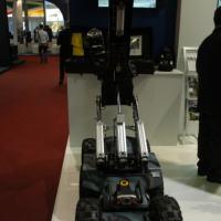 Robô Defender para desativação de explosivos. Fabricado pela canadense Med-Eng e distribuído no Brasil pela Bercana