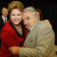 A presidente Dilma Rousseff e o presidente do Uruguai, José Mujica, durante cúpula do Mercosul na Argentina, dois anos depois de convencer o seu governo a punir o Paraguai por impeachment de Lugo - Roberto Stuckert Filho/PR/Fotos Públicas