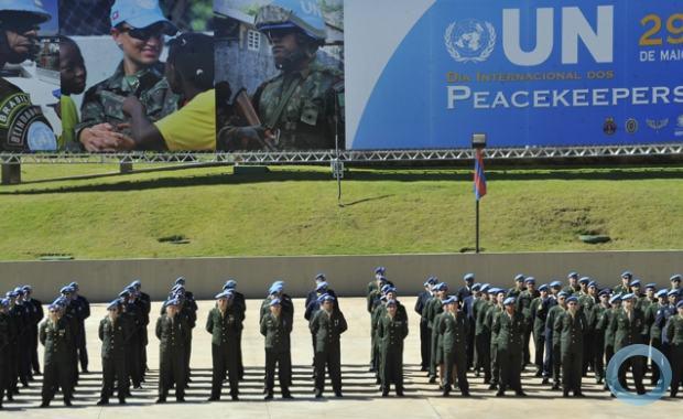 Defesa homenageia os Boinas Azuis da ONU os Peacekeepers mantenedores da  paz das Nações Unidas 56fc614e937