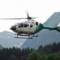 A picture of an H135 in flight is enclosed (Ref. Bild 009, © Copyright Polizei Bayern).