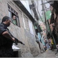 The Bope police take part in the operation to retake the Complexo do Alemão: police are transferred to other units for an attempt to hold onto apprehended guns as well as robbery, pure and simple Special Photo Sidrack