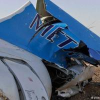 Pedaço da fuselagem do avião encontrado no Sinai: suspeitas de atentado terrorista se intensificam