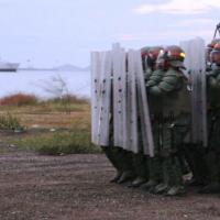 Tropas da Guarda nacional Bolivariana treinam em várias partes do país controle de tumultos.