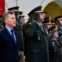 Presidente Mauricio Macri e o General de Divisão DIEGO LUIS SUÑER – Chefe do Estado-Maior Geral do Exército Argentino. Na prática Comandante do Ejército Argentino.