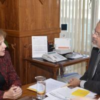 O ministro da Defesa, Raul Jungmann, recebeu a embaixadora dos Estados Unidos no Brasil, Liliana Ayalde. Na oportunidade, foram tratados assuntos sobre acordos de cooperação, participação em missões de paz e troca de experiência na segurança de grandes eventos.