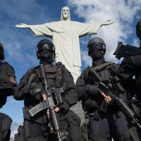 Equipe do BOPE PMRJ tendo ao fundo o Cristo Redentor. Ponto icônico da cidade do Rio de Janeiro. Foto - BOPE