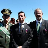O Ministro da Defesa, Raul Jungmann, e o Comandante do Exército, Eduardo Villas Bôas, com o juiz Sergio Moro ao centro. Foto: Dida Sampaio|Estadão