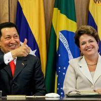 O então presidente da Venezuela, Hugo Chávez, durante visita à presidente Dilma Rousseff, em 2011 Roberto Stuckert Filho/PR