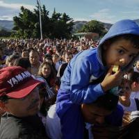 País vive crise institucional, desabastecimento de 80% dos produtos básicos e inflação estimada em 720% para 2016 Foto: Schneyder Mendoza,AFP / AFP
