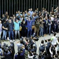 Manifestantes invadem o plenário da Câmara dos Deputados, em Brasília, no dia 16 de novembro de 2016