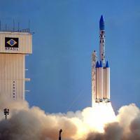Lançamento do VLS-1 V02, em 1999. Por falha no 2 estágio o foguete foi destruído em voo.