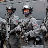 Os C-Men ou  Counter Terrorism Specialist Firearms Officers. Tropa de pronto-emprego para combate ao terrorismo em Londres.