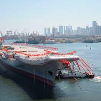 O segundo porta-aviões da China durante cerimônia em Dalian, em 26 de abril de 2017
