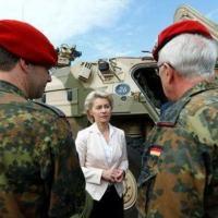 No centro: Ursula Von der Leyen - ministra alemã da Defesa