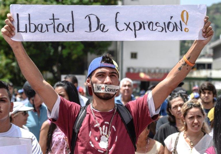 Maduro e oposição trocam acusações antes de Constituinte