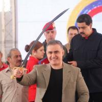 Nicolás MAduro entregou espadas a chefes chavistas atingidos por medidas dos Estados Unidos em 26 JUL 2017