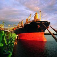 Ameaças cibernéticas incentivam volta do rádio para navegação em alto mar