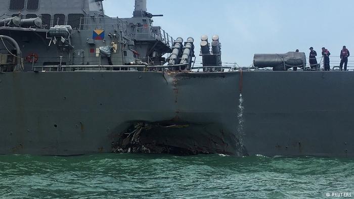 Dez marinheiros desaparecem após colisão entre navio e destroier em Cingapura