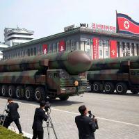 Dr Reis Friede - Negligência Estratégica (na Política Diplomática com a Coreia do Norte) Desfile de mísseis na Coreia do Norte