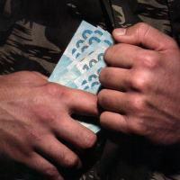 """Agressivo título e imagens usados na Revista Época: """"Militares desviam dinheiro público como civis. Basta terem oportunidade e não temerem punição"""""""