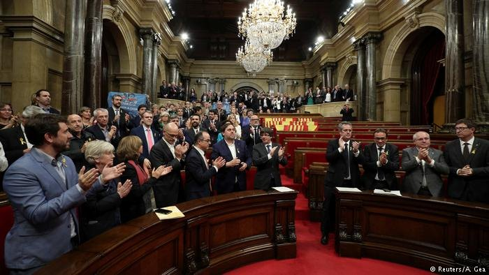 Espanha dissolve Parlamento da Catalunha e convoca eleições