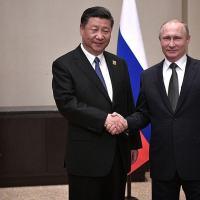 Presidentes Xi Jinping (China) e Vladimir Putin ( Rússia) em reunião em Junho 2017.