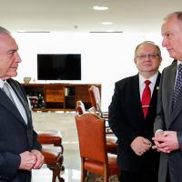 Presidente Michel Temer, Nikolai Patrushev e o embaixador da Rússia Akopov, mais ao fundo.