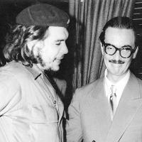 """O entãoo ministro da Economia de Cuba, Ernesto """"Che"""" Guevara, e o presidente Janio Quadros durante encontro no Brasil, em 1960 Arquivo - FolhapressArquivo - Folhapress"""